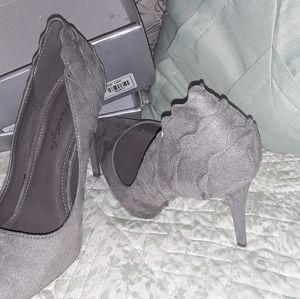 Herstyle grey heels